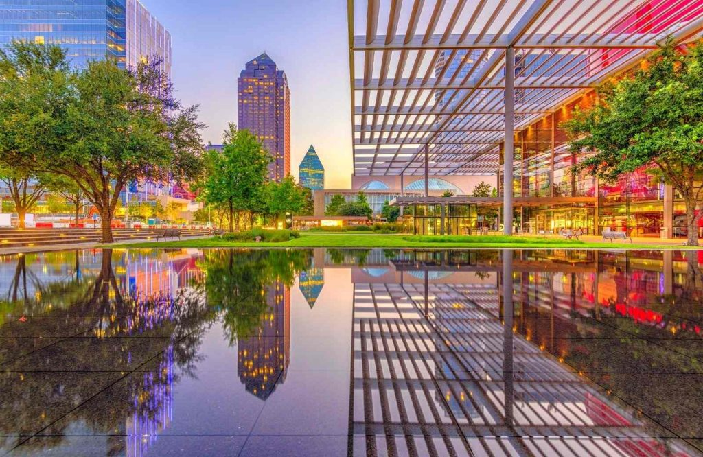 There are so many amazing USA weekend trips and Dallas is one of them.