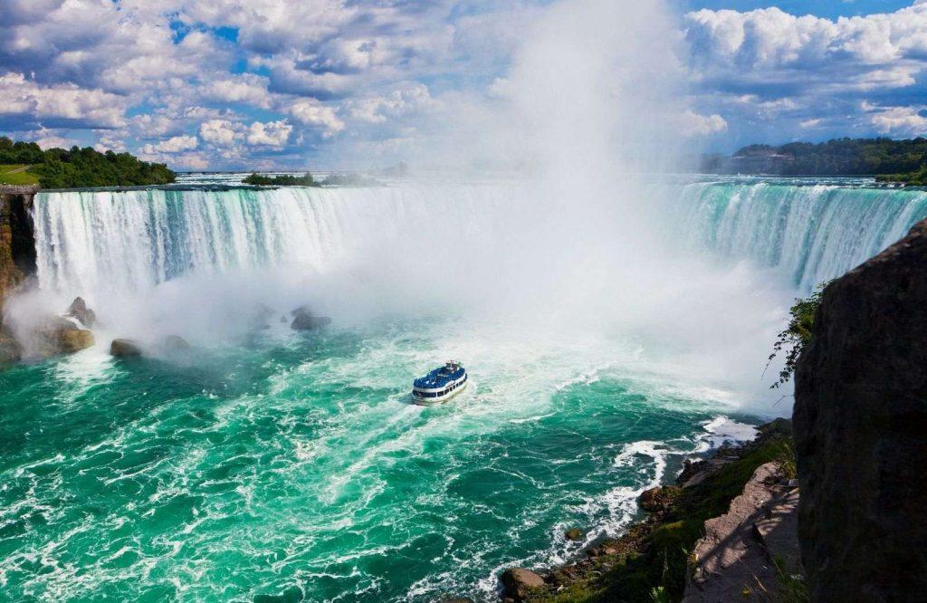 Niagara Falls belongs on every USA bucket list.