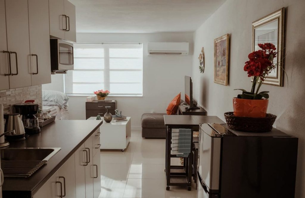 This cozy studio is one of many amazing Airbnbs in Miami.