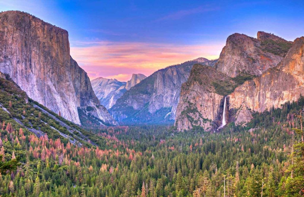 Are you looking for the best getaways on the West Coast? Check out Yosemite!