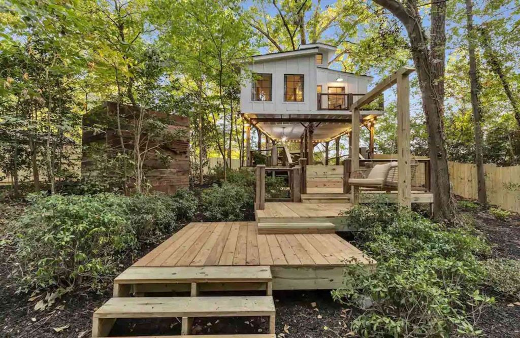 This treehouse is one of the best Airbnbs in Atlanta.