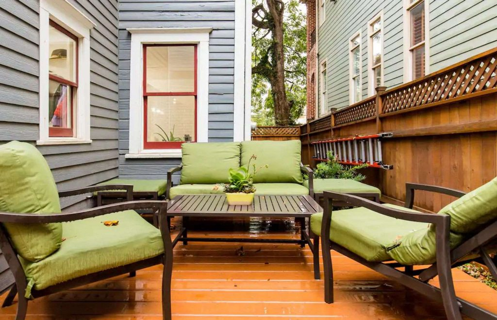 There are so many cute Airbnbs in Atlanta and this is one of them.