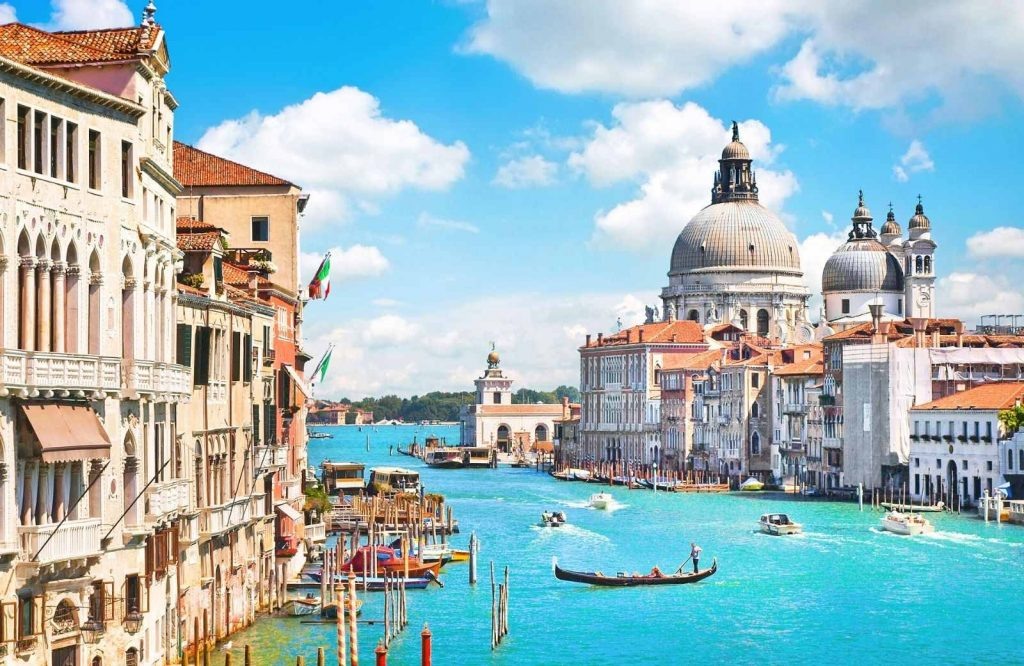 After Paris, Venice is one of the most romantic cities in Europe.