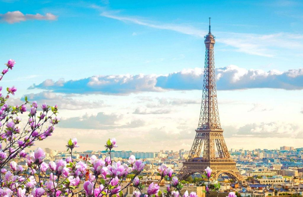 Take a photo with the Eiffel Tower during your 3 days in Paris itinerary.