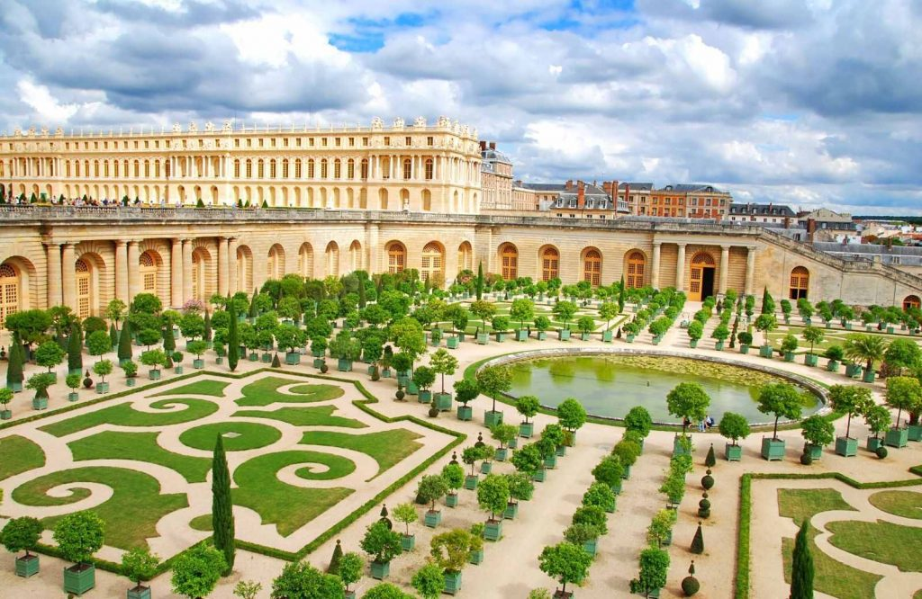 Enjoy the stunning view of the Gardens of Versailles during your 3 days in Paris itinerary.